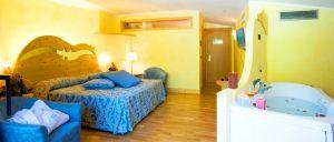 hotel-cacher-rive-chambre-ski
